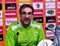 Pelatih Persib Sebut PSS Diuntungkan Main di Kandang